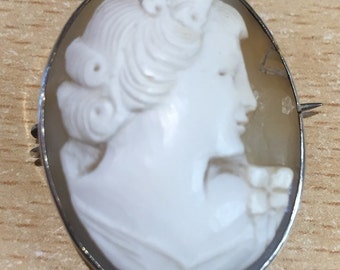 Vintage sterling silver cameo brooch