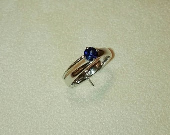 18 ct white gold and sapphire ring