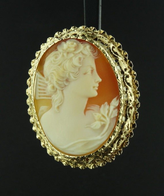 Victorian Era 18K Yellow Gold  Shell Cameo Brooch Pendant OG062