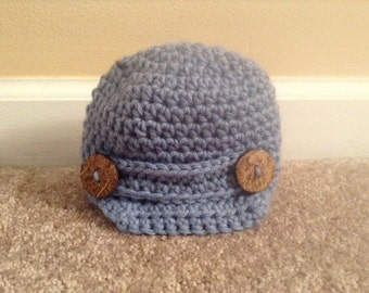 Crochet hat with brim and buttons