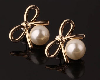 Bow & Pearl Gold Earring