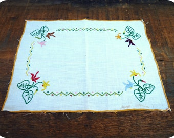 Doily embroidered flowers - Vintage - homemade