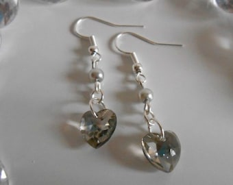 Earrings heart and pearls light grey