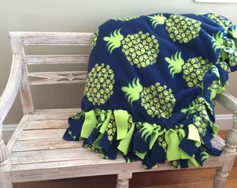 Pineapple Print No-Sew Fleece Blanket