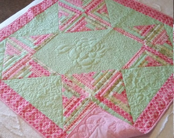 BEAUTIFULLY QUILTED PINK  and mint Green Quilt