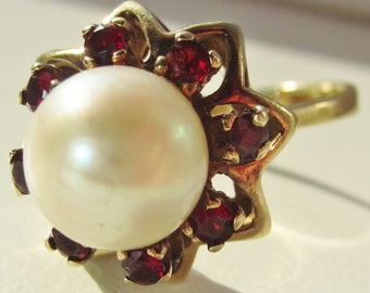Eye Catching Vintage 10ct Gold Pearl and Garnet Ring Size 8 1/4 (UK Q 1/2) and a Huge 5.2 g