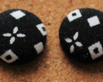 18mm Fabric Covered Stud Earrings - Black and White Diamond Print Studs