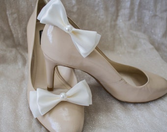 Ivory Satin Shoe Clips with Pearl Accent, Wedding Accessories, Bridal Shoe Clips, Bridal Accessories, Wedding Shoes