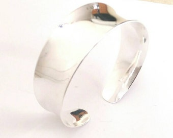 Thick Smooth Curve Bracelet