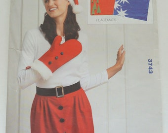 KWIKSEW Christmas Paper Sewing Pattern 3743 Apron, Oven Mitt, Hat & Placemats Size S,M,L