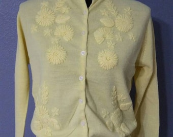 Vintage women's yellow button-down floral cardigan size M to L