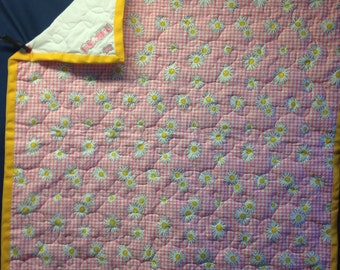 It's a girl-daisies-baby quilt/blanket