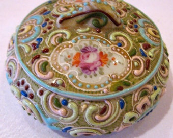 ANTIQUE JAPANESE MORIAGE Covered Trinket Box Floral