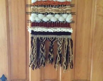 Decorative loom with application of corn leaves