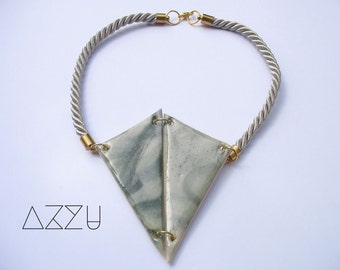 Lovely triangle marble effect necklace