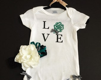 Love Shamrock infant /toddler onsie or top with matching headband.great for Saint Patricks day
