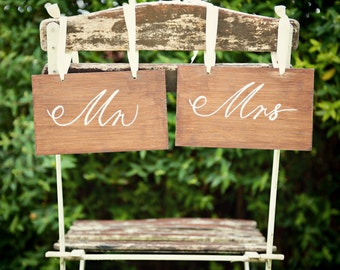 Rustic Mr and Mrs Sign,wedding sign,Chairback sign,marriage sign, Hanging, Wooden Sign,Wedding Quote,Shabby Chic,Chalk paint,Marriage sign