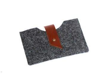 Minimalist felt business card holder / credit card case.