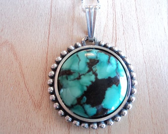 Turquoise gemstone pendant with silver