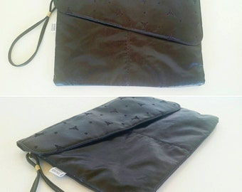 Black vinyl clutch purse. Retro purse.