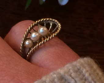 Vintage 9ct Gold 1970's Ring with 3 Cultured Pearls