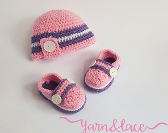 Newborn. Crochet Beanie and slippers. Babyshower gift set.