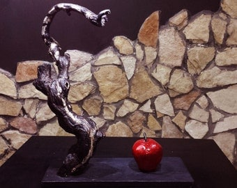 Sculpture the Apple Eve and the serpent