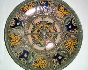 Round Dish with metalwork