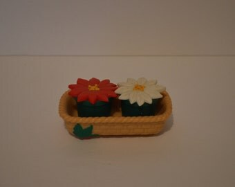 Flowers in a basket Salt and Pepper Shakers, Adorable!