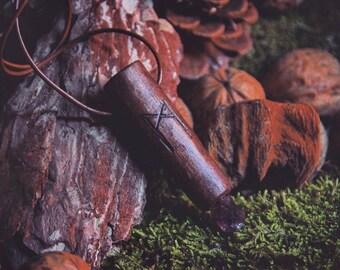 Holzkette mit Runen und Amethyst