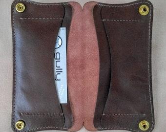 Curvy iPhone Wallet in dark brown Yearling Leather