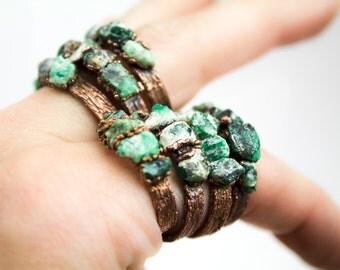 Raw Emerald Ring, Raw Gemstone Ring, Green Stone Ring, Multistone Ring, Raw Gem Ring, Raw Emerald Ring, Birthstone Ring, Rustic Ring