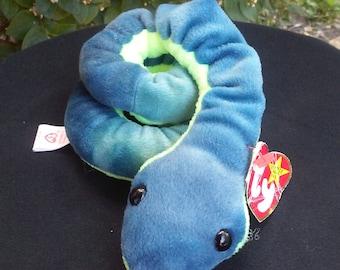 Ty Beanie Baby Hissy the Snake.  DOB 04/04/1997, Retired