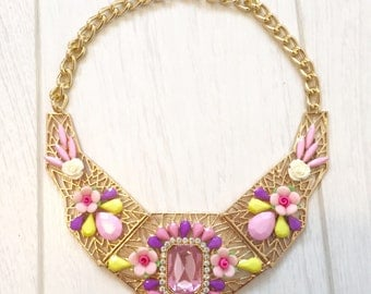Statement necklace gold/pink vintage style