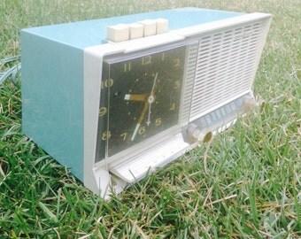 1960's Vintage General Electric Clock Radio, Vintage GE Radio, 1960's Vintage Radio, 1960's Vintage Clock, Vintage Alarm Clock Radio
