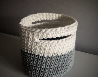 Crochet basket small format (white & light grey)