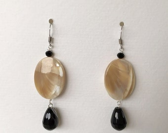 mother of Pearl and Onyx earrings striated caramel