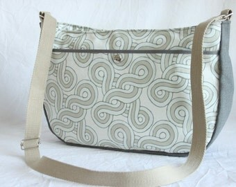 Shoulder bag of canvas