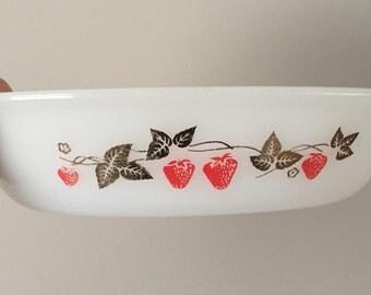 Vintage 1960s Agee Pyrex 'Strawberry Fair' Casserole Dish / Retro Pyrex Dish