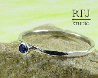 Faceted Lab Sapphire Silver Ring, Blue 2 mm Gemstone Large Texture Sterling Ring Simulate Blue Corund Sapphire Hammered Ring, Blue Stone