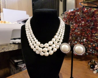 Beautiful vintage necklace and clip earrings