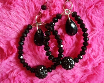 Elegant black earring