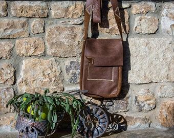 only hand & leather/A different handmade messenger/crossbody bag/italian leather/woman or man/multipurpose for everyday use