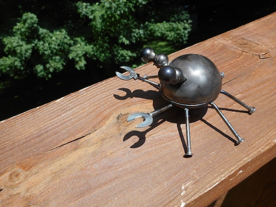 Metal Crab Sculpture // Made from recycled and repurposed material // Looks great in the garden or inside the house // Gift