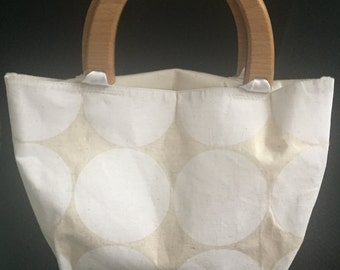 Tan and white small handbag with wooden handles