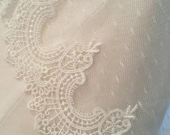 Light Ivory Swiss dot vintage lace veil, short veil, vintage veil, fingertip length veil, weddings, veils, bridal veils, Unique veil