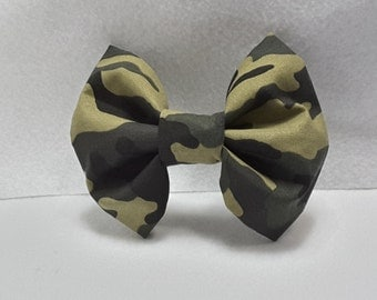 Camouflage hair bow, camo hair accesories, fabric hair bow