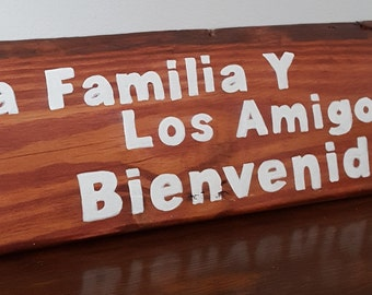 Primitive signs- Spanish sayings and quotes- La Familia y Los Amigos Bienvenida - Family and Friends Welcome-entry way- gift - Home decor