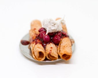 1:12 Berry Crepes with whipped cream // Dollhouse food // Miniature food //