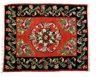 """4'11""""x6'2"""" HANDWOVEN KARABAGH ROSE Kilim Rug, Rose Design Kilim, Rose Kelim, Flower Design Kilim, Flower Design Rug, Decorative Kilim"""